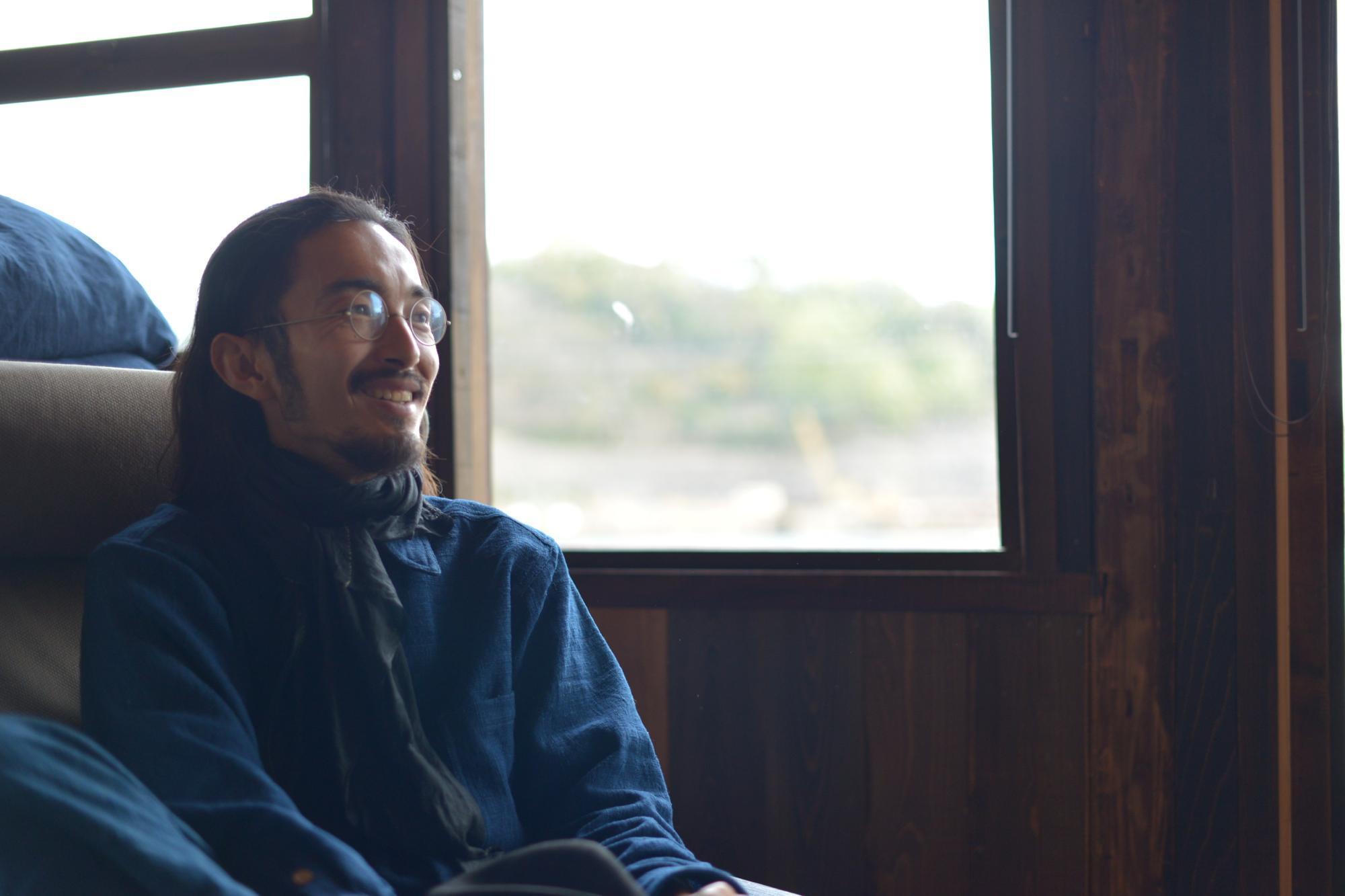 映画『スーパーローカルヒーロー』の監督で、福山大学非常勤講師、NPO法人「まちづくりプロジェクトiD尾道」の副代表理事である田中トシノリさん