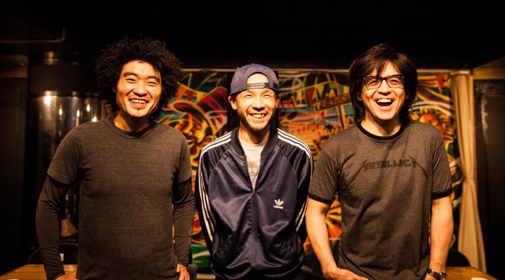 写真左が辻さん、右が沼澤さん、中央がMixのダブマスター内田直之さん。内田さんはNatutral High! にGOMA&The Jungle Rhythm Sectionで出演予定。