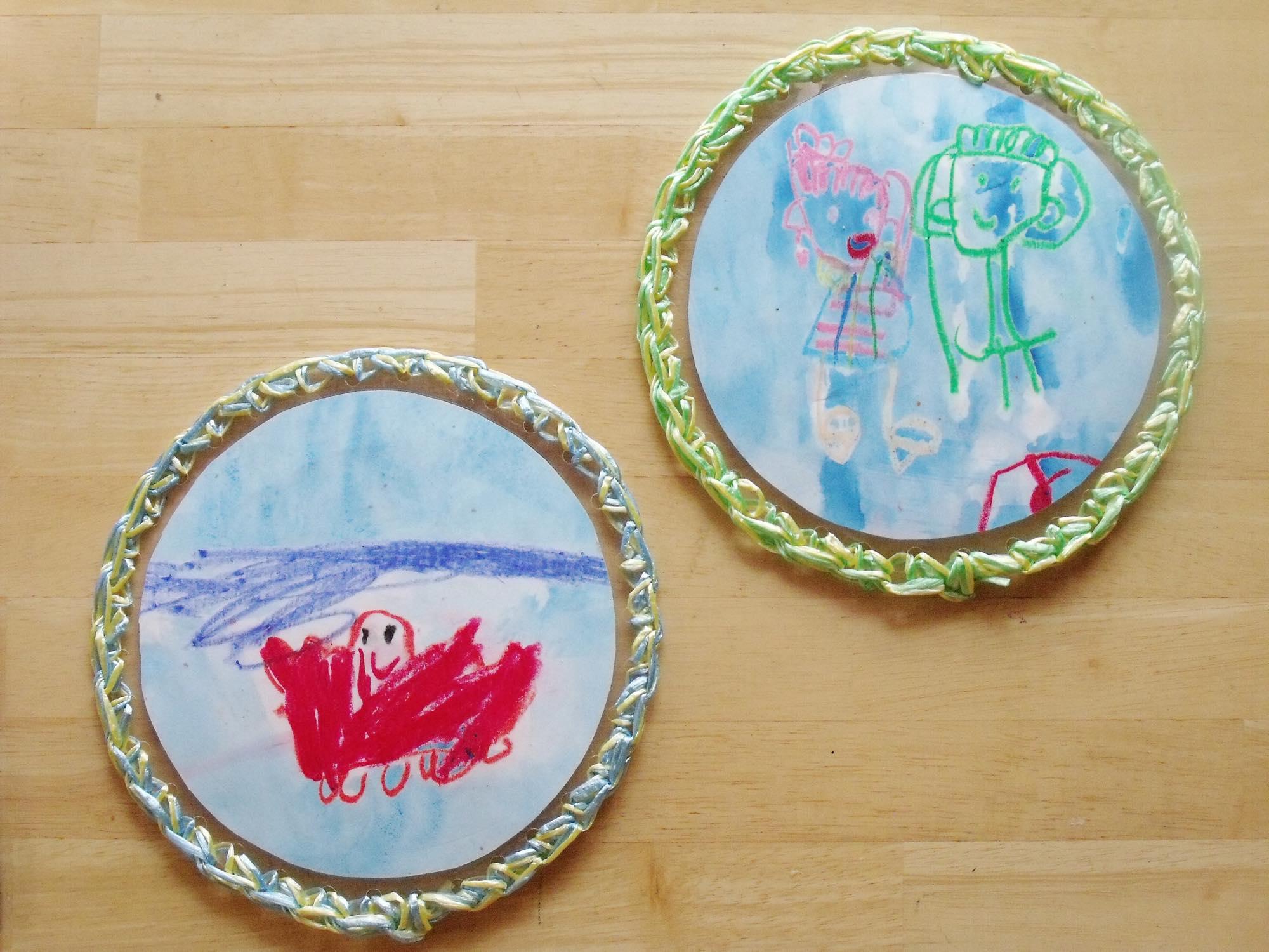 荷造り用ヒモでかみ編み。 キッズが描いた絵が、キッズが遊ぶけんけんぱにリメイク。