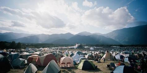 朝霧JAMのメインステージを囲むキャンプサイト