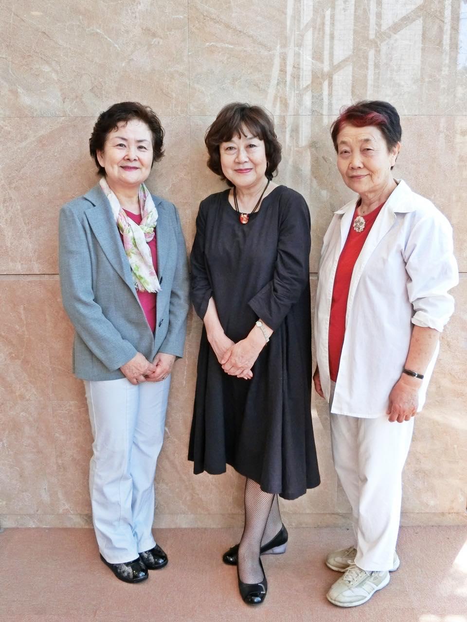 左:甲府YWCAの前々々会長から譲り受けたジャケット。着る度に、彼女を思い出して。釧路・弘前のメンバーと。
