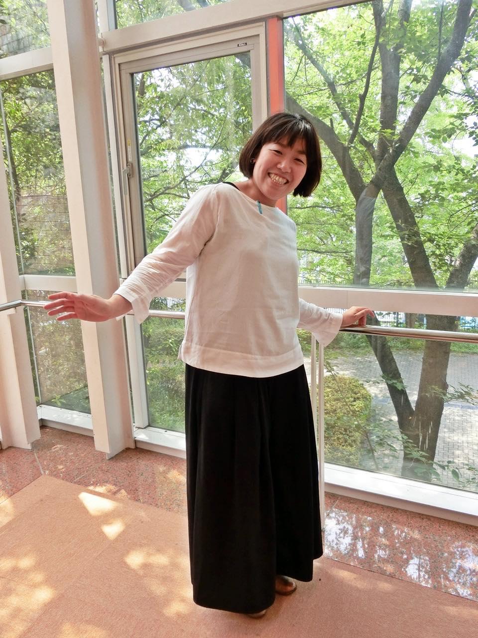 広島YWCAバザーで購入した靴と一緒に。スニーカーより歩きやすいのがポイント。