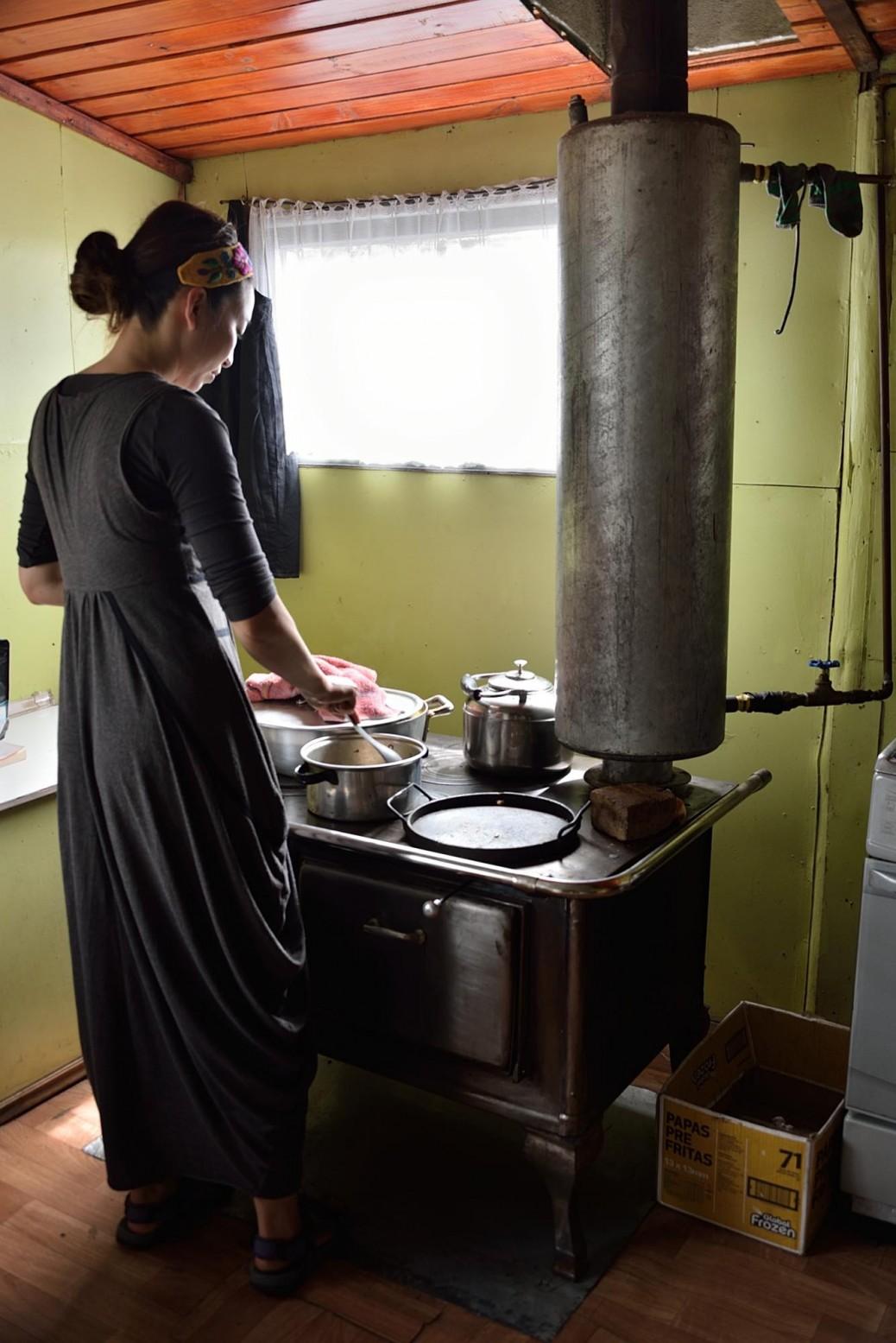 道中、時折民宿で体を休めます。暖炉で料理を作れることが、大きな楽しみのひとつでした。