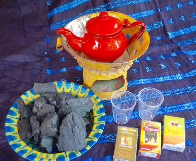 ギニアの人々に愛されているお茶アッタイアを作るセット